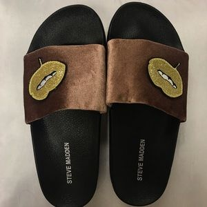 BOGO FREE⚡️Steve Madden slides blush patches